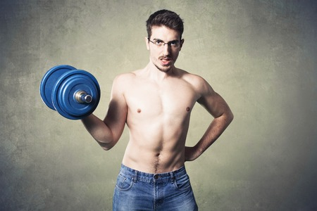 stupid body: Nerd guy raising heavy weights.