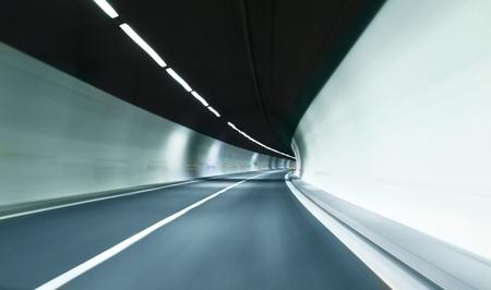 pista: tunnel sfuocato con scie di luce. Stock Photo