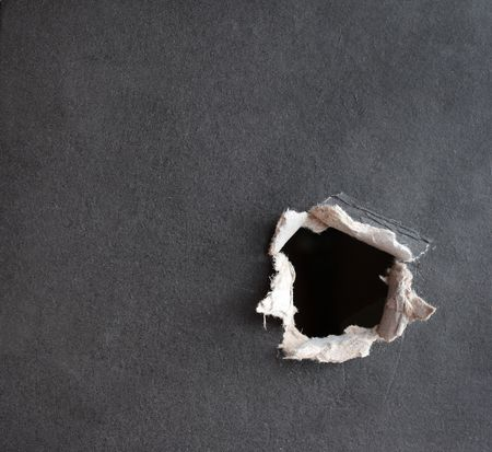 impacts: Hole con la fragmentaria bordes, perforado en un cart�n