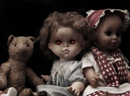 evil girl: Serie scuro - vintage bambola spooky male  Archivio Fotografico