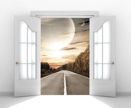 puerta abierta: La puerta abierta en el mundo extraterrestre  Foto de archivo