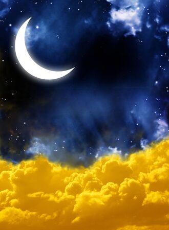 luz de luna: Cuento de hadas de noche - Luna brillante en el cielo nocturno Foto de archivo