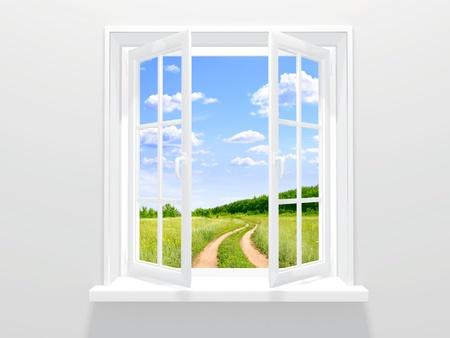ventana abierta interior: Ventana abierta y el camino viejo Foto de archivo