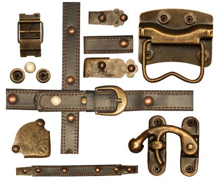 cuir: Collection d'�l�ments m�talliques et en cuir pour le scrapbooking de conception. Isol� sur blanc Banque d'images