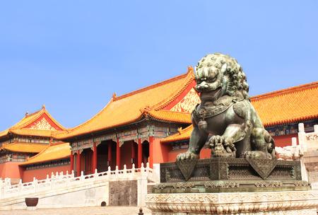 Standbeeld van de leeuw in de Verboden Stad, Beijing, China Stockfoto