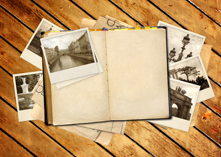 Grunge background with old book and photos 免版税图像