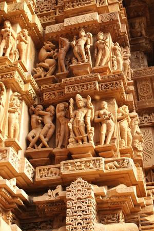 desnudo: Famosos er�ticas esculturas humanas en el templo de Khajuraho, India