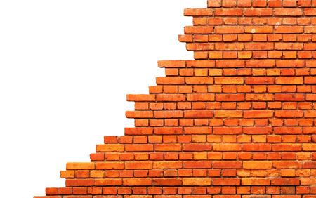 Ancien mur de briques endommagé. Isolé sur fond blanc Banque d'images - 53441542