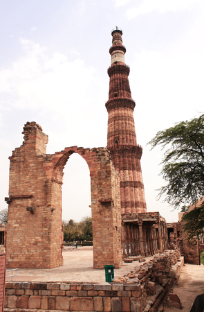 minaret: Minaret Qutub-Minar Tower, New Delhi, India.
