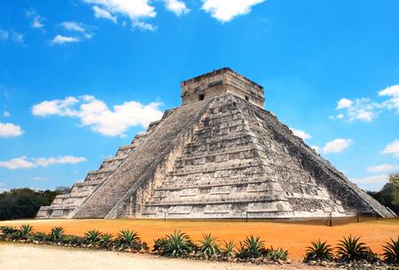 Ancient Mayan pyramid (Kukulcan Temple), Chichen Itza, Yucatan, Mexico. UNESCO world heritage site