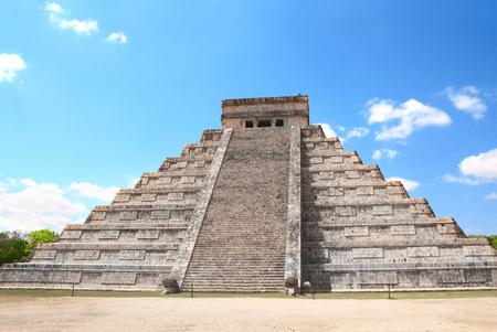 Ancient Mayan pyramid (Kukulcan Temple), Chichen Itza, Yucatan, Mexico.