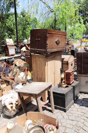 Vintage and antique objects at the flea market outdoor Foto de archivo