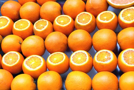 Oranges sliced and whole. Ripe juicy oranges are sold on the counter of a fruit market on Istanbul street, Turkey Banco de Imagens