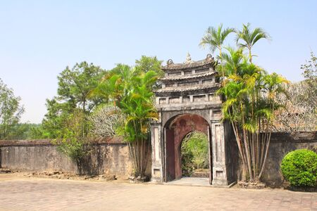Ancient stone gate in Imperial Minh Mang Tomb of the Nguygen dynasty in Hue, Vietnam 스톡 콘텐츠