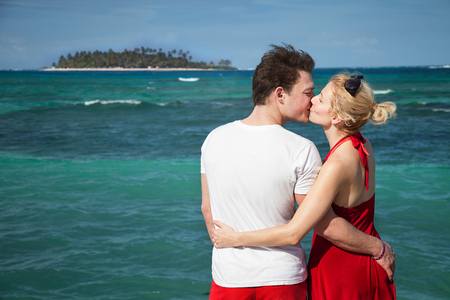 Romantic Couple Kissing at The Sean with Desert Island in Background Archivio Fotografico