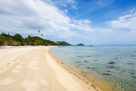 空のトロピカルビーチ 写真素材