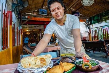 ソニー a6300 29, 9 fps の HD の料理インドのシェフ