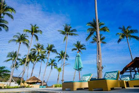 サムイ島のスイミング プール、サンベッド、タイ撮影ソニー a6300