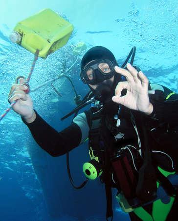 Diver on safetystop under boat