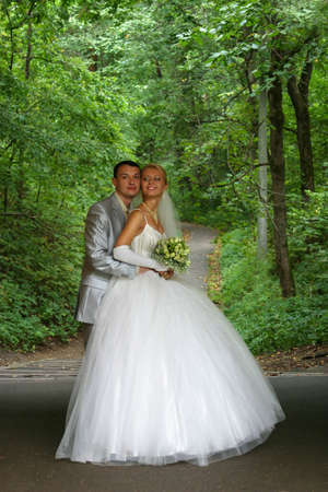 descendants: Newly-married couple in park Stock Photo