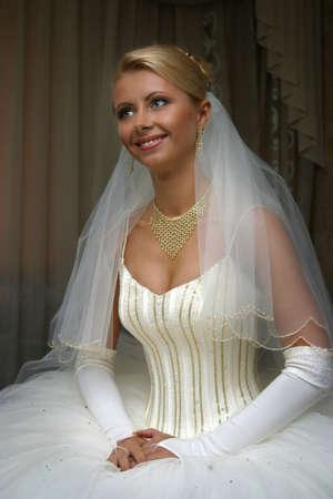 debutante: The beautiful bride prepares for wedding