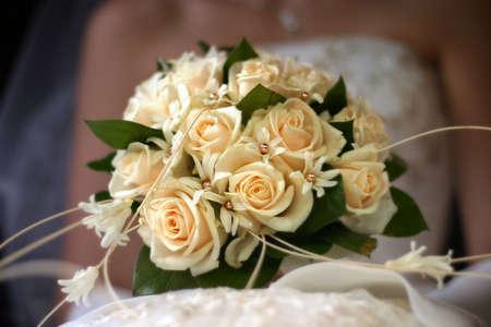 Die Braut hat eine Hochzeit Bouquet Lizenzfreie Bilder