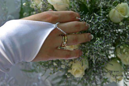Wedding bouquet in a hand of the bride Stock Photo - 558882