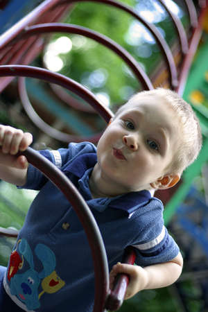 ridicolo: L'immagine del bambino con un ridicolo grimace