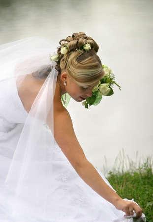 Portrait der sch�nen Braut mit einem Blumenstrau�