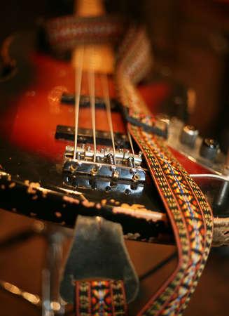 Konzeptionelle das Bild einer Gitarre mit einer Schleife Lizenzfreie Bilder