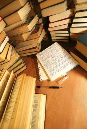combined: Muchos viejos libros combinaron por un mont�n