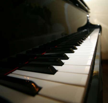 bois �b�ne: Piano � queue �b�ne et d'ivoire cl�s