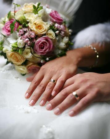 結婚指輪と、新郎新婦の手 写真素材