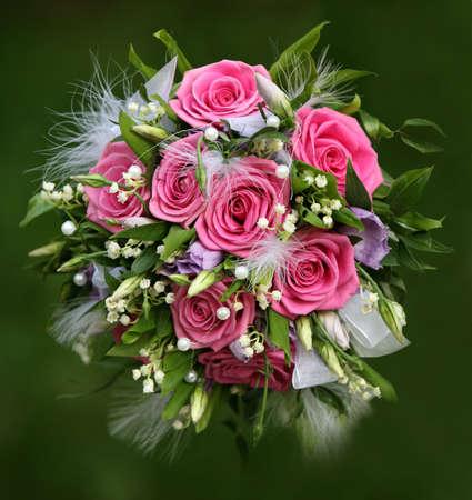 Hochzeit Bouquet aus Rosen auf einem gr�nen Hintergrund Lizenzfreie Bilder
