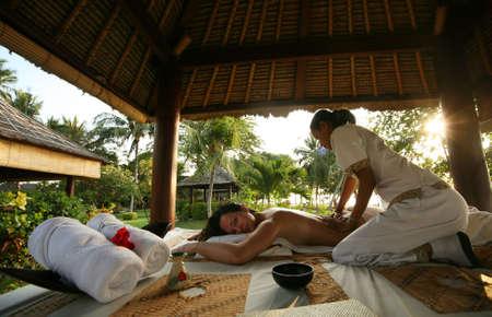 Wei�e Frau in Massage-Salon in Bali