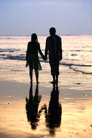 Couple on sunset. Coast of the Indian ocean Standard-Bild