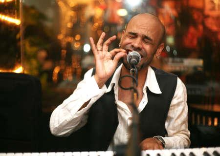 Der afrikanische Musiker zu einem Konzert am Leben