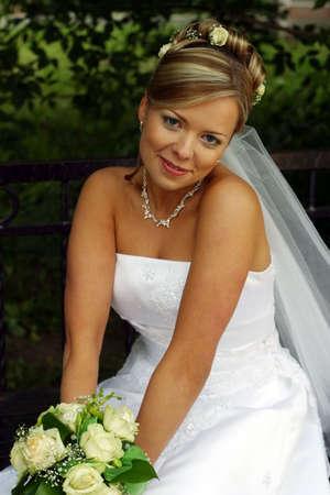 debutante: Portrait of the beautiful bride with a bouquet