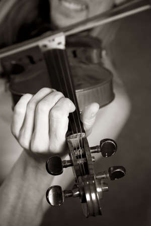 The man playing its violin close-up photo