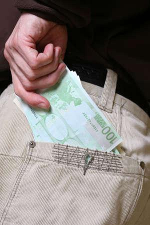 pick money: Euros que han soportado desde el bolsillo - hasta el cierre disparo