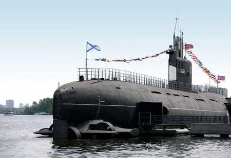 Russische U-Boot in einem Museum auf dem Wasser