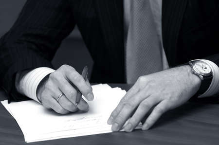 Hand der Gesch�ftsmann mit Stift  Lizenzfreie Bilder