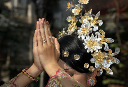 asian bride: The Indonesian bride prays. Bali. Indonesia