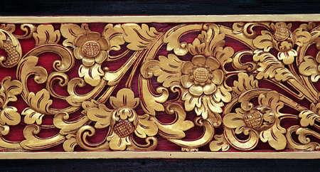 marcos decorados: Superficie de madera decorada con una ranura de