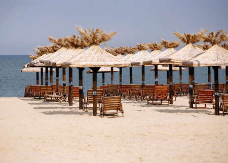 Deserted beach. Sun beds on a white beach. Bulgaria. Gold sand Standard-Bild