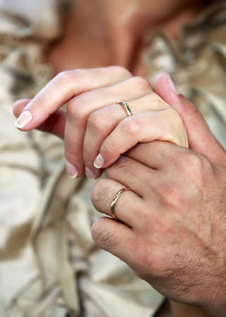 agrees: The groom keep the bride for hand