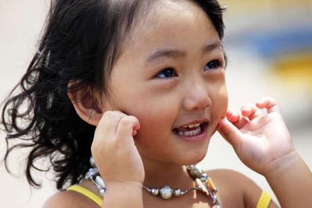 Portrait von der schönen kleinen asiatischen Mädchen. Indonesien. Java Standard-Bild - 7518863