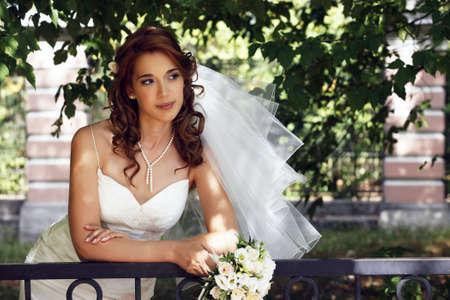 The beautiful bride on a green background 版權商用圖片