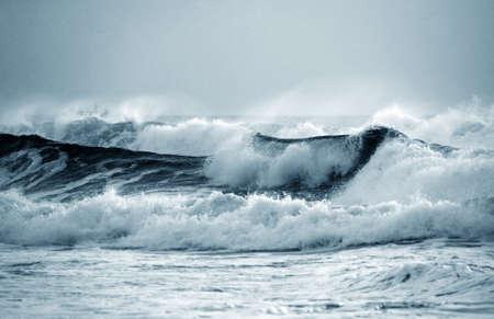 Grande ondata si blocca a riva. Oceano Indiano  Archivio Fotografico - 7820357