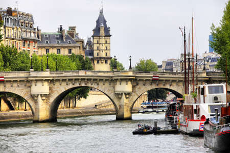 View at Paris architecture made from the river Siene 版權商用圖片